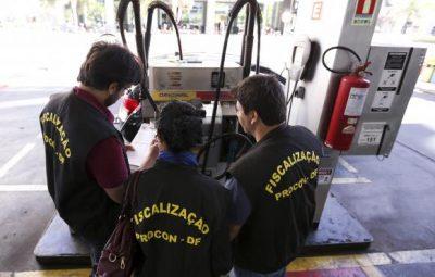 procon brasilia 400x255 - Procon fiscaliza preço de combustíveis nos postos de Brasília