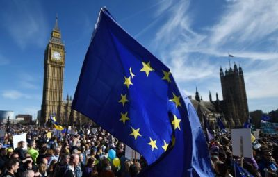 """protesto contra brexit 400x255 - """"Brexit"""" bloqueará livre circulação de pessoas entre Reino Unido e UE"""