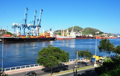 porto de vitoria 400x255 - Cresce a movimentação de cargas no Porto de Vitória em 2017