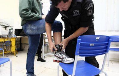 tornozeleiras foto secretaria de justica cidadania e direitos humanos do parana 400x255 - CCJ do Senado aprova projeto que obriga preso a pagar pela própria tornozeleira