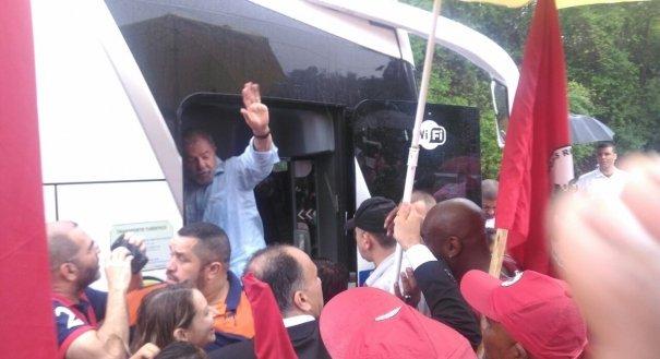 Caravana de Lula chega a Iconha e fica por 15 minutos