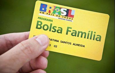 bolsa familia 400x255 - Bolsonaro assina MP que concede 13º pagamento do Bolsa Família