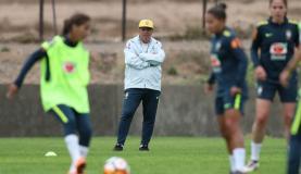 Classificada para a fase final, seleção feminina joga hoje contra a Bolívia