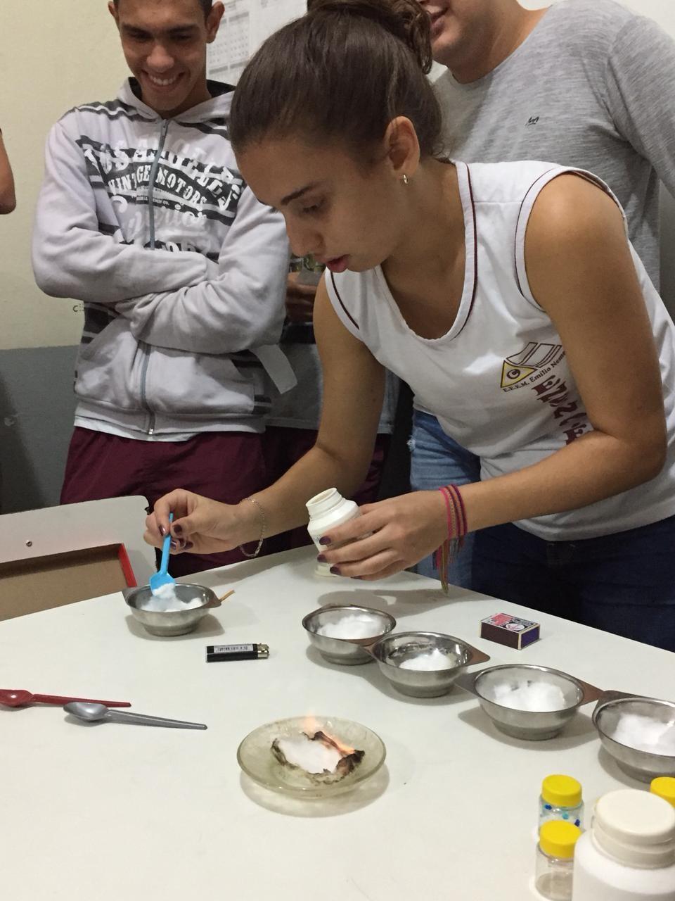 Estudantes de Castelo realizam Mini Feira de Ciências
