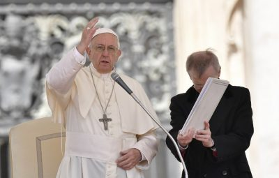 bispos 400x255 - Bispos chilenos que teriam acobertado abuso colocam cargo à disposição do Papa