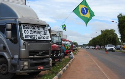 protesto caminhoneiros g1 rr 400x255 - Quem são e o que querem os caminhoneiros que estão parando o país?