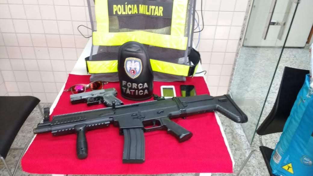 POLÍCIA MILITAR APREENDE SIMULACROS E VEÍCULO COM RESTRIÇÃO DE FURTO/ROUBO EM PIÚMA