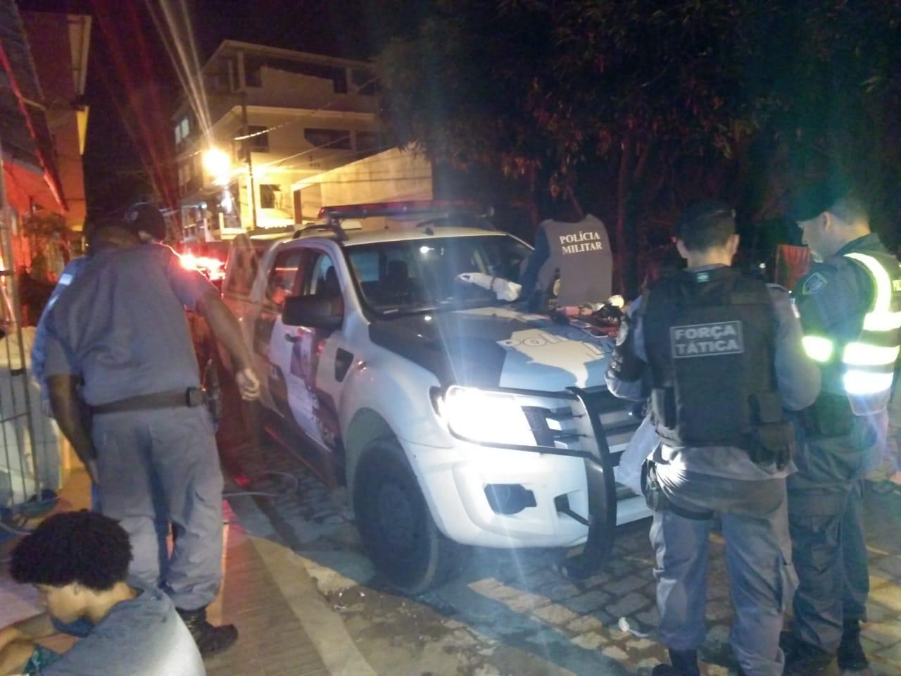 Policia apreende armas e drogas no centro de Iconha