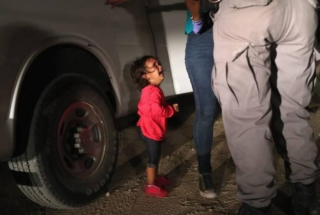 Imagens de crianças separadas dos pais chocam os EUA