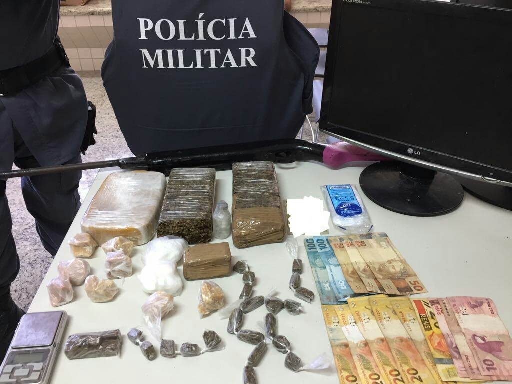 POLÍCIA MILITAR APREENDE ENTORPECENTES EM PIÚMA