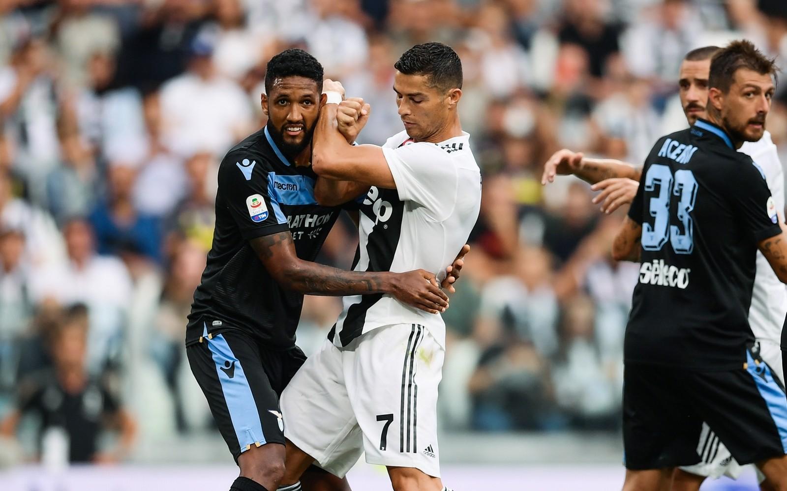 """Elogiado, Wallace irrita Cristiano Ronaldo, mas depois ganha camisa: """"Incrível"""""""