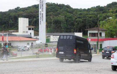 Grupo tenta invadir presídio na cidade de Joinville 400x255 - Grupo tenta invadir presídio na cidade de Joinville