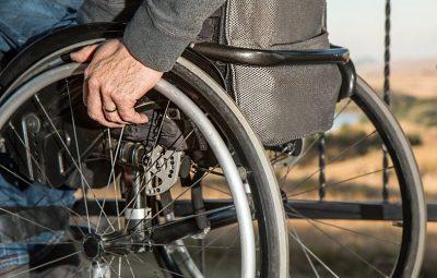 cadeiras de roda 400x255 - Decreto proíbe cobrança por cadeira de roda em viagem rodoviária