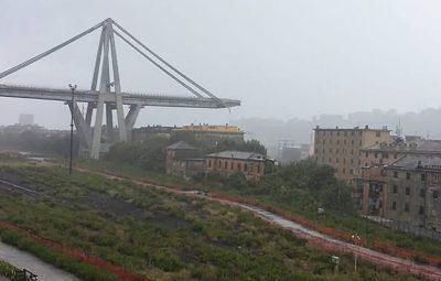 italia 400x255 - Ponte cai na Itália e deixa mortos