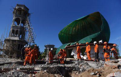 mosque1 400x255 - Número de mortos em terremoto na Indonésia passa de 100