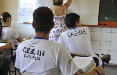 escola 400x255 - Maioria no ensino médio não aprende o básico de português e matemática