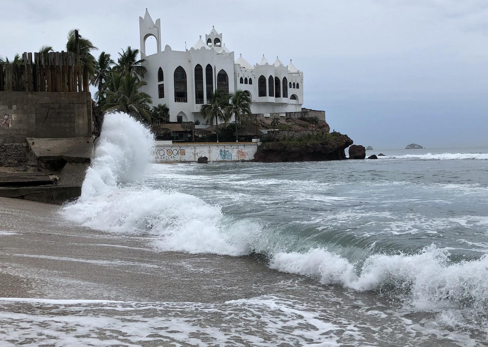 Furacão Willa alcança categoria 5 ao atravessar o Pacífico e se aproximar do México