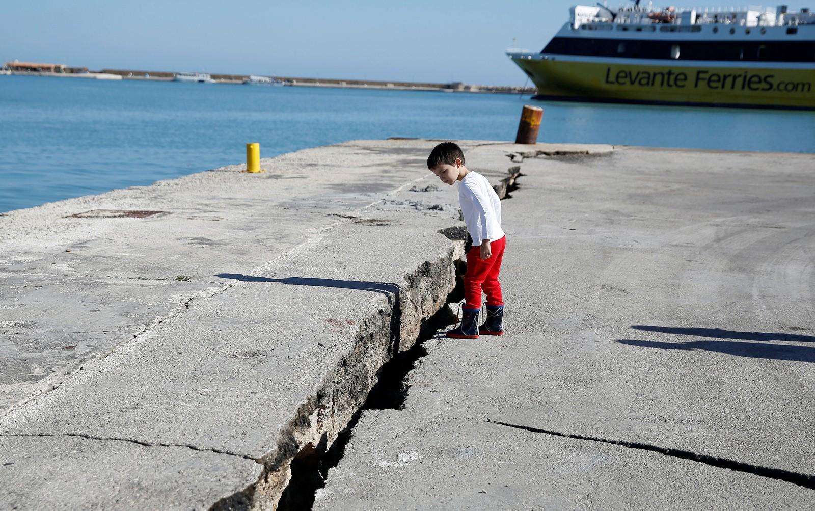 Moradores de ilha grega passam a madrugada na rua após terremoto