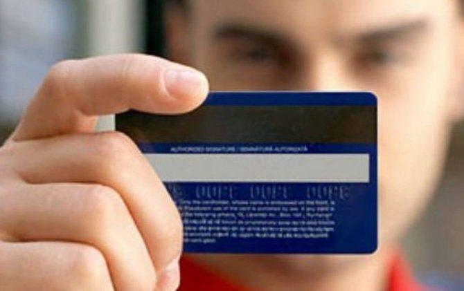 cartao 670x421 - Juros do cartão avançam pelo quarto mês e alcançam 329%