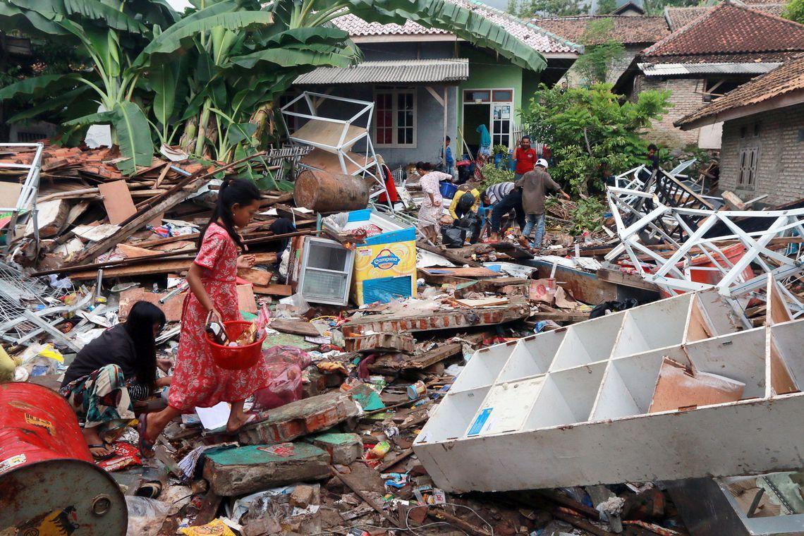 Passa de 400 número de mortos em tsunami na Indonésia