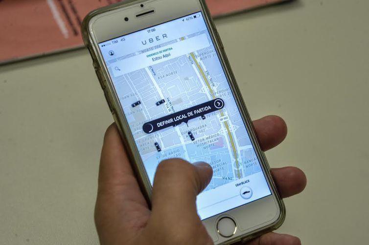 Pedido de vista suspende julgamento sobre aplicativos de transporte