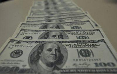 dolar 400x255 - Alívio da dívida para países pobres pode se estender até final do ano