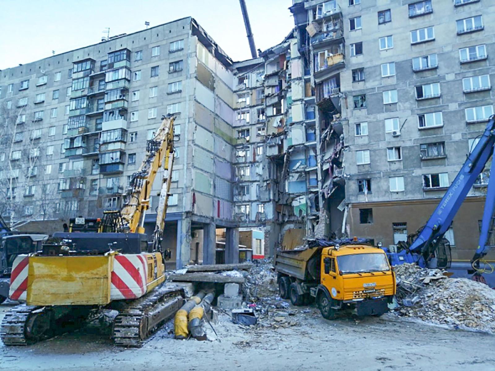 Passa de 30 número de mortos em prédio que desabou na Rússia