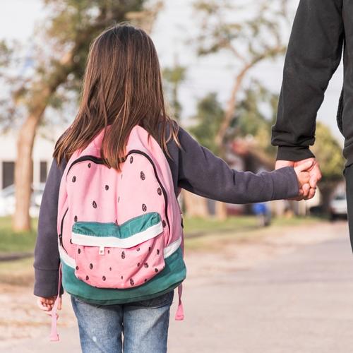 Volta às aulas: uso incorreto de mochila escolar pode provocar escoliose e acentuar desvios da coluna