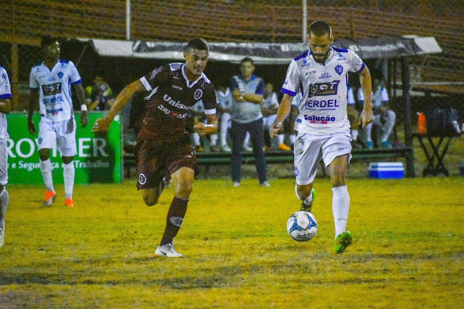 Com golaço no fim, Desportiva arranca empate com o Vitória-ES no Engenheiro Araripe