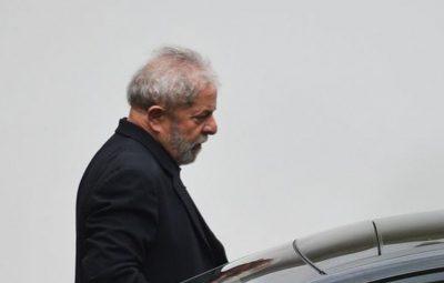 Lula 400x255 - Lula é condenado a 12 anos de prisão em processo sobre sítio