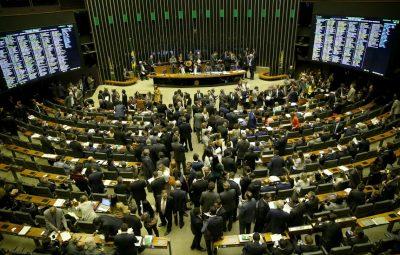 Deputados 400x255 - Deputados aprovam PEC do Orçamento Impositivo; texto vai para o Senado