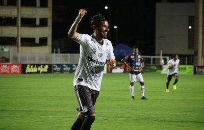 Loco Abreu faz gols pelo Rio Branco ES 400x255 - Com hat-trick de Loco Abreu, Rio Branco-ES massacra o Castelo e se garante no G-4 do Capixaba