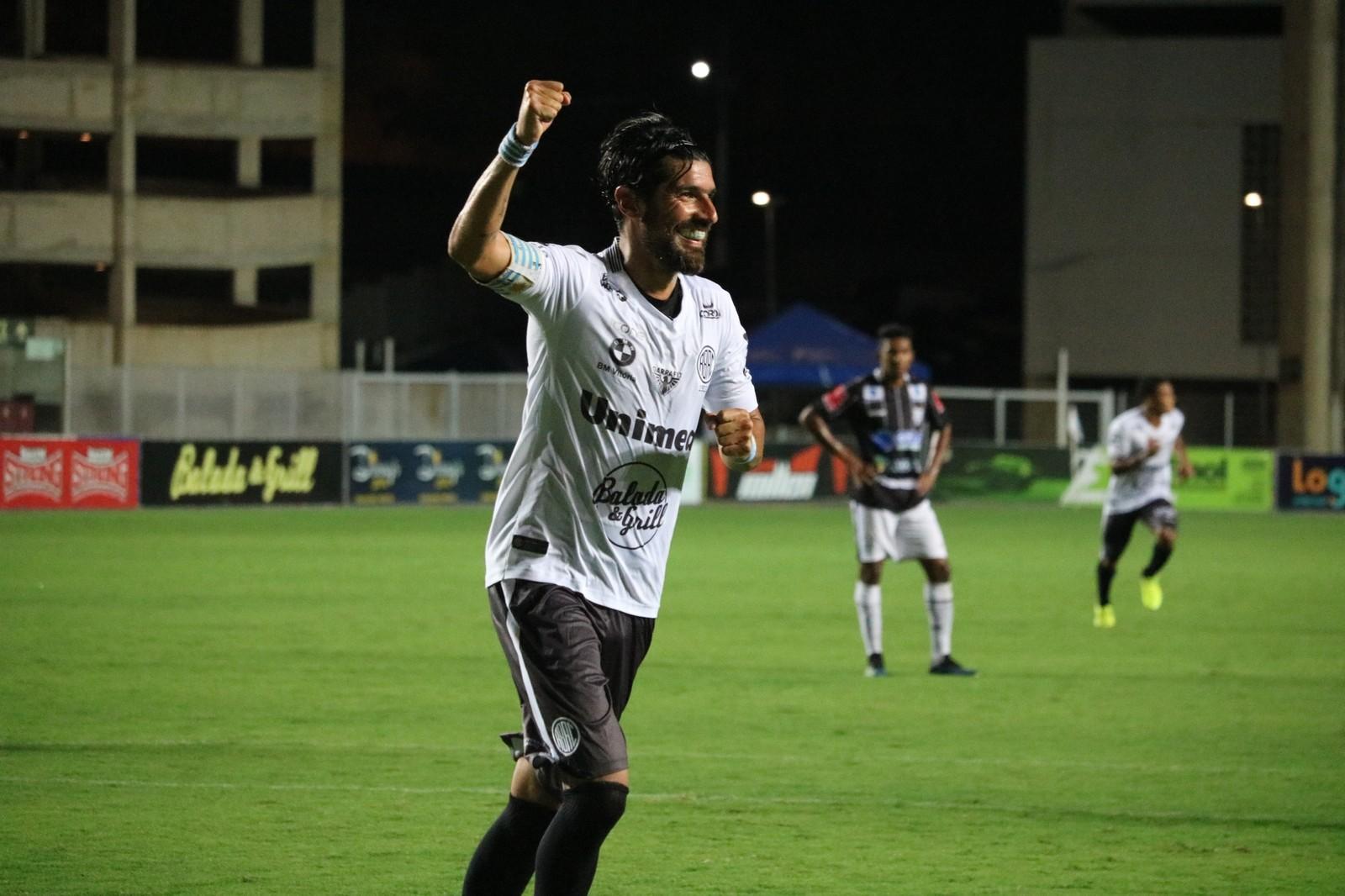Com hat-trick de Loco Abreu, Rio Branco-ES massacra o Castelo e se garante no G-4 do Capixaba