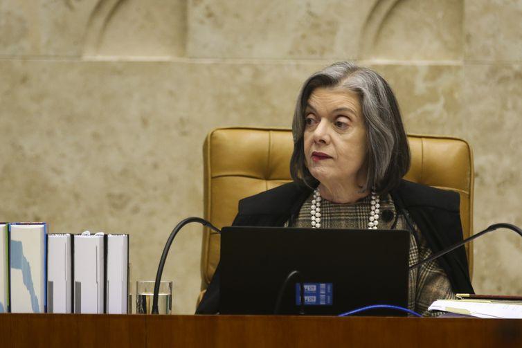 Cármen Lúcia suspende decisão sobre reorientação sexual