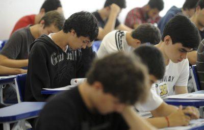 estudantes 1 400x255 - Maioria dos alunos gosta de estudar português e matemática