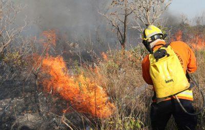 Distrito Federal decreta estado de emergência ambiental fogo 400x255 - Distrito Federal decreta estado de emergência ambiental