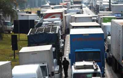 caminhoneiros 400x255 - ANTT acaba com multas por descumprimento do frete mínimo