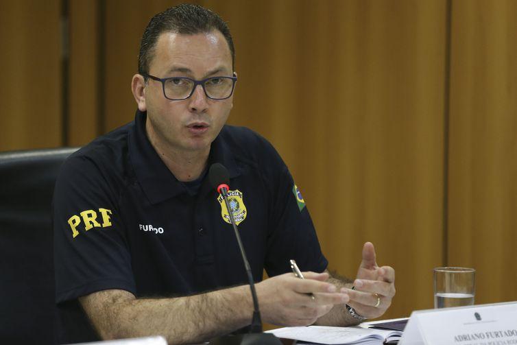 PRF detém 2.924 pessoas e apreende armas e drogas na Operação Lábaro