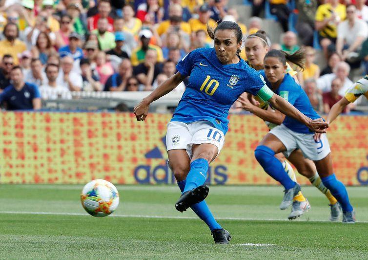 Copa: vitória da China e recorde de Marta são os destaques da rodada