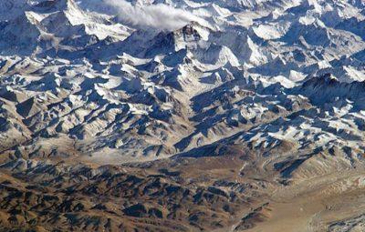 Everest 400x255 - Nepal recupera 4 corpos e retira 11 toneladas de lixo no Everest