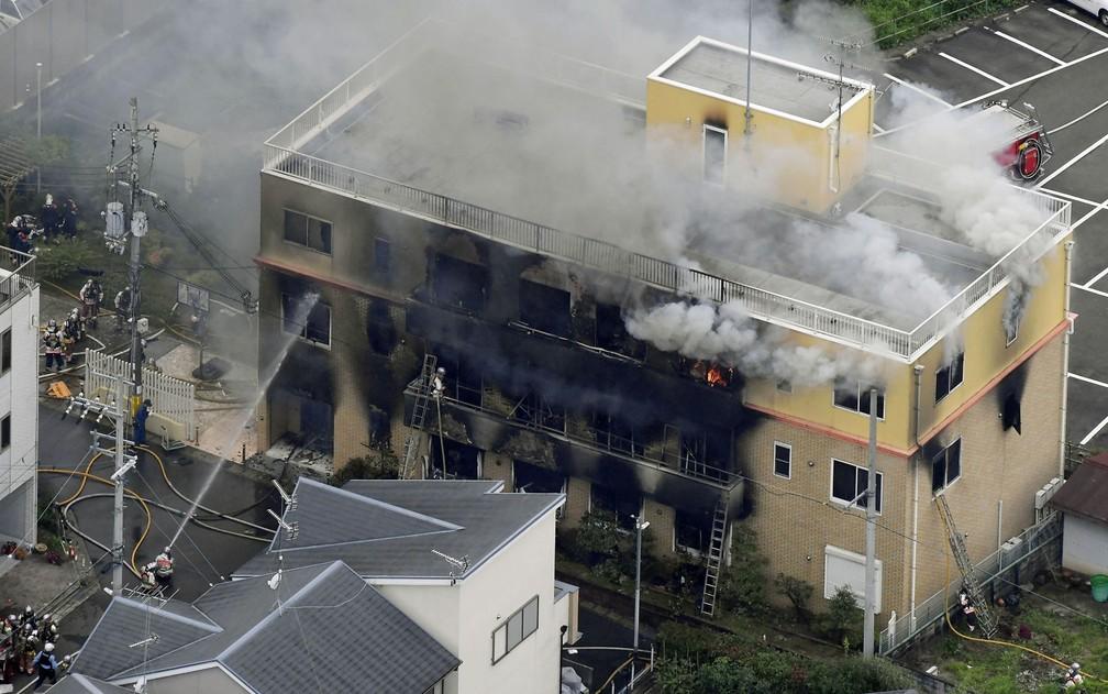 Incêndio criminoso deixa 33 mortos em estúdio de animação no Japão
