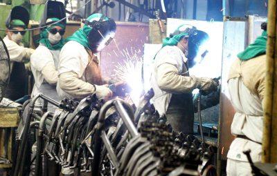 Produção industrial 400x255 - Produção industrial cai 0,2% de abril para maio, diz IBGE