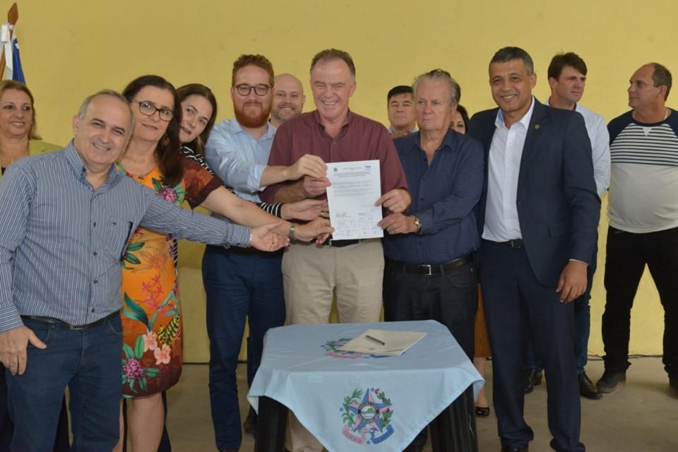 Governador assina convênio e ordem de serviço para obras de creche em Iconha