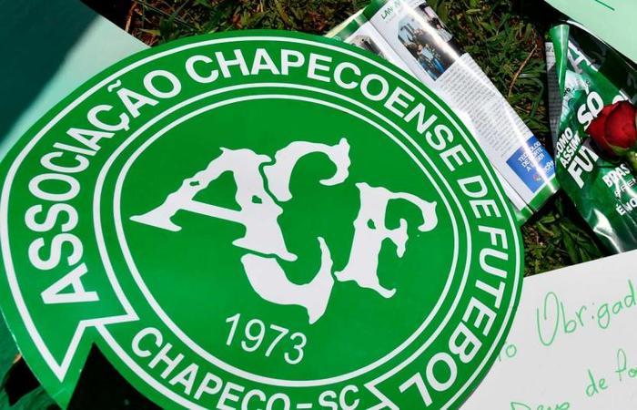 Famílias de vítimas de voo da Chape querem ajuda de Bolsonaro