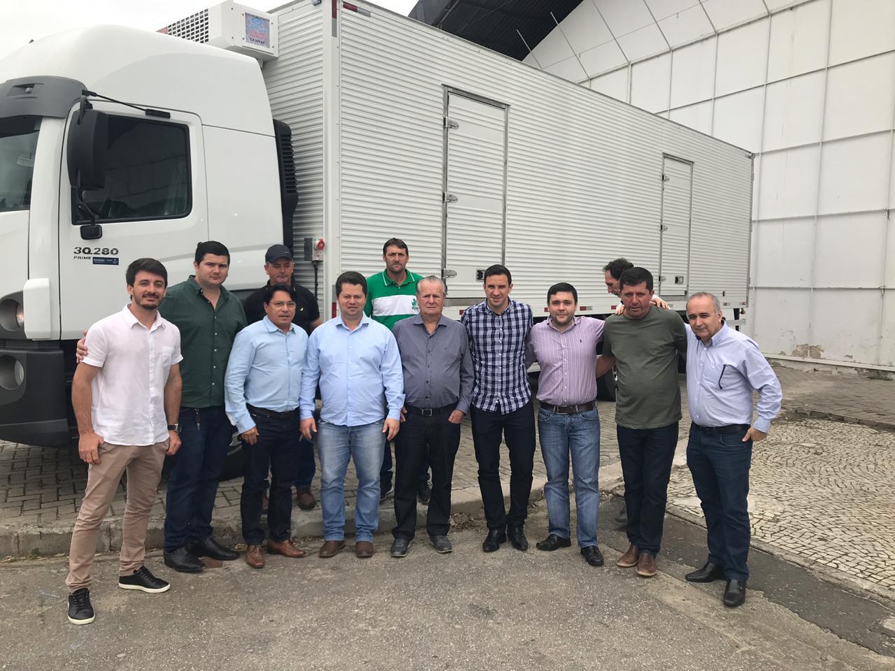 Iconha recebe dois caminhões do governo do estado para atender agricultura e obras