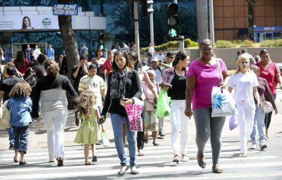 população 400x255 - Estimativa da população do Brasil passa de 210 milhões, diz IBGE