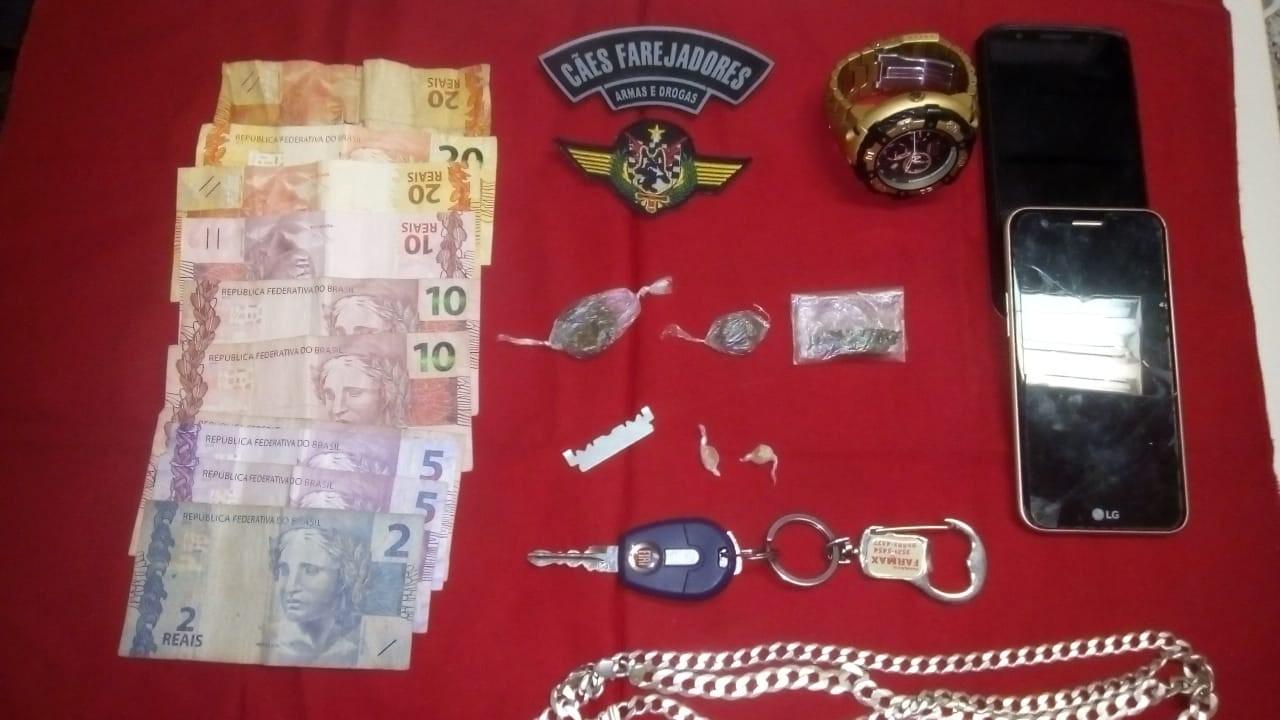 UNIDADE K-9 DA 10ª CIA IND APREENDE DROGAS EM PIÚMA