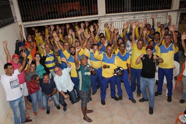 Funcionários dos Correios entram em greve
