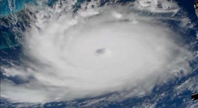 Cerca de 2,5 mil pessoas estão desaparecidas após passagem de furacão nas Bahamas