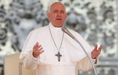 papa Francisco 400x255 - Papa Francisco pede diálogo e autocontrole